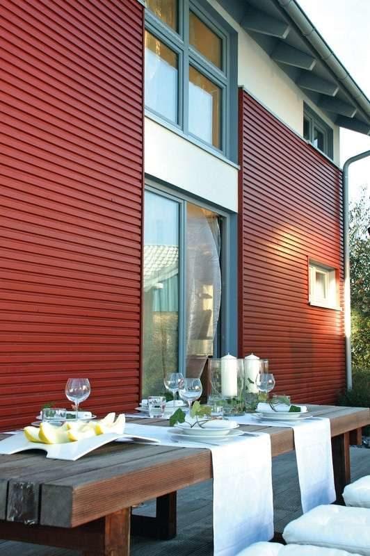 Musterhaus Mühlheim-Kärlich - Ein Esstisch vor einem Gebäude - Cölpin