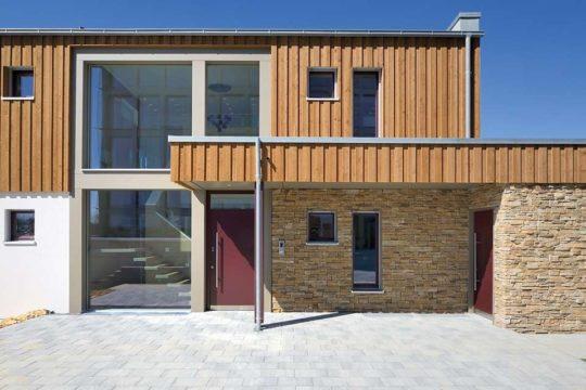 Musterhaus Aalen-Waldhausen - Ein großes Backsteingebäude - Kamp