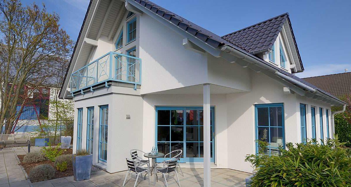 Musterhaus Mannheim - Eine große Wiese vor einem Haus - Haus
