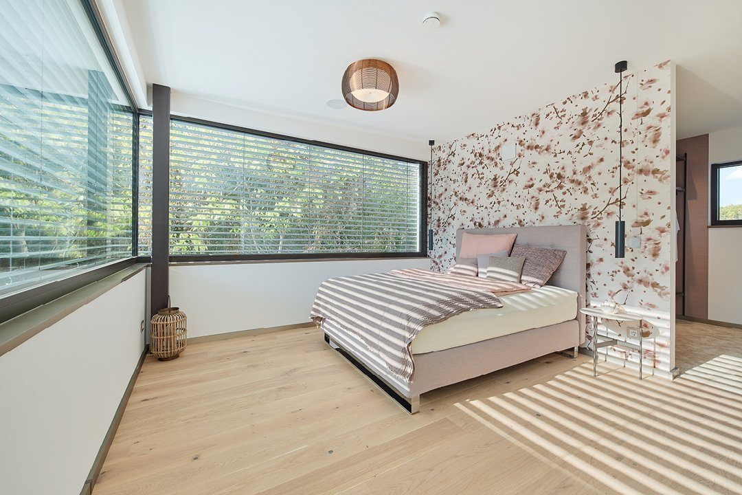 Core - Ein Schlafzimmer mit einem Bett und einem Fenster - Schlafzimmer
