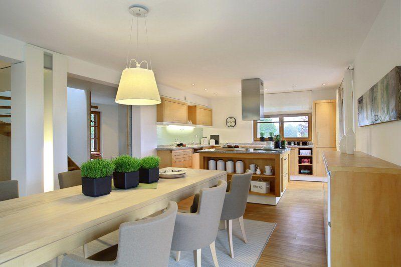 Skandinavische Variante - Eine Ansicht eines mit Möbeln und einem Tisch gefüllten Wohnzimmers - Holzhaus