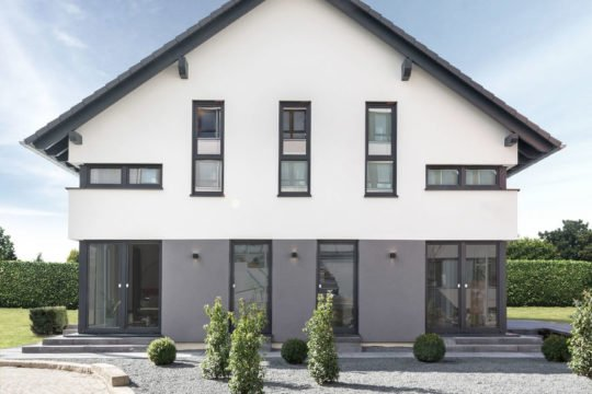 Musterhaus Fellbach - Eine Statue eines Hauses - OKAL Haus GmbH