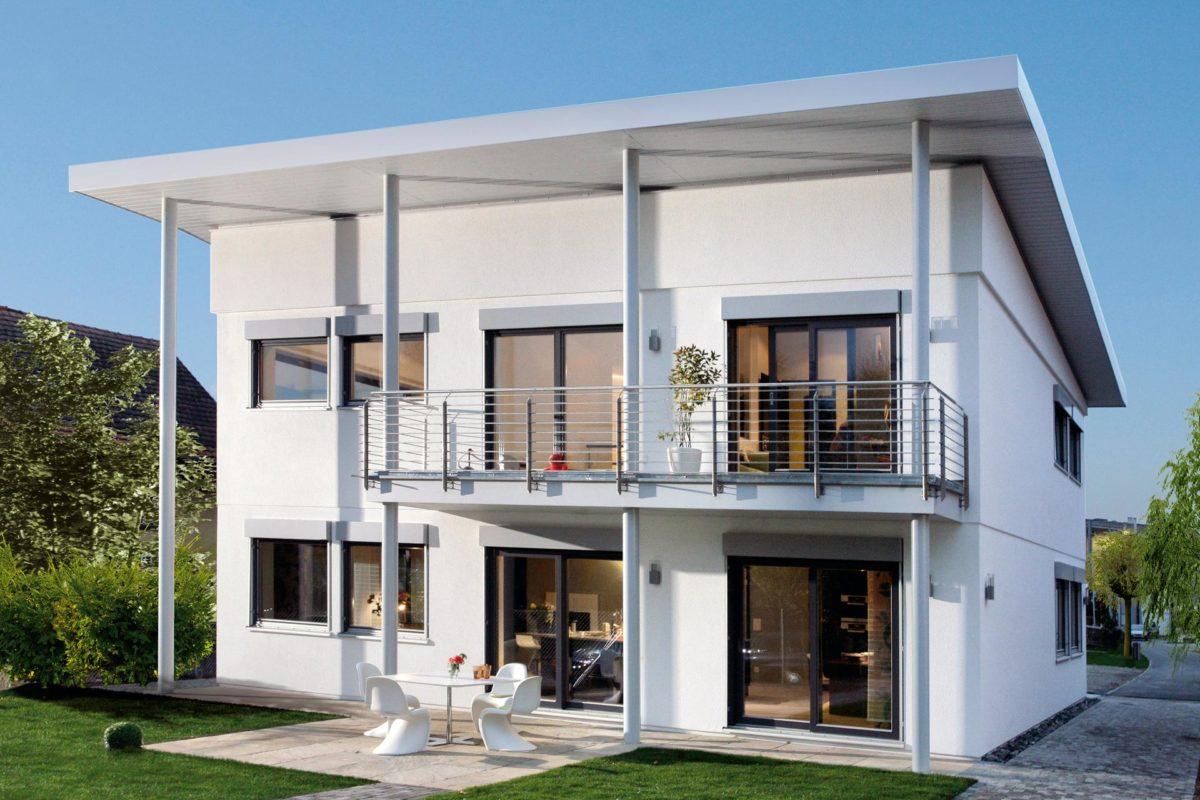 Musterhaus in Suhr - Ein großes weißes Gebäude - SchworerHaus KG