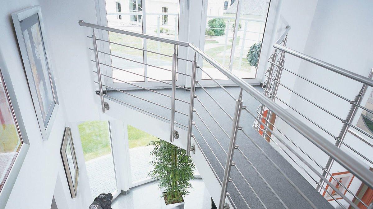 Evolution Frankfurt - Ein Blick durch ein Fenster - Geländer