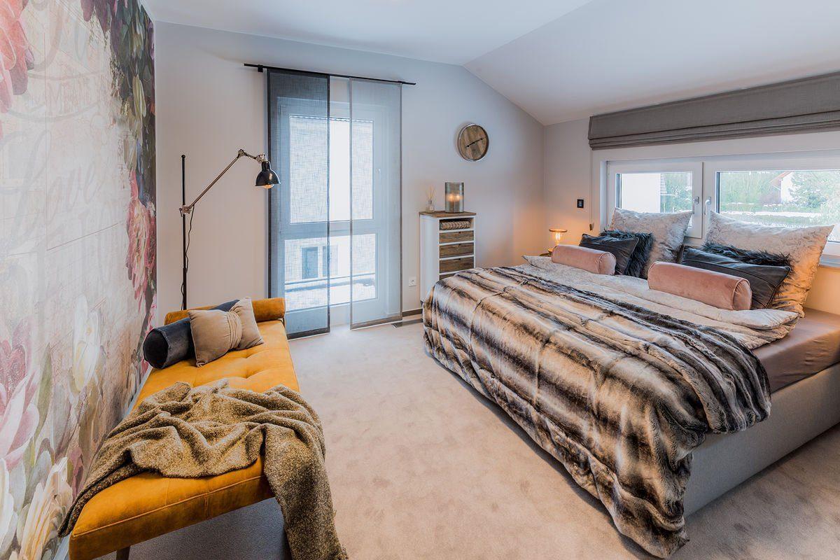 Musterhaus Medley 3.0 - Ein Schlafzimmer mit einem Bett in einem Raum - FingerHaus