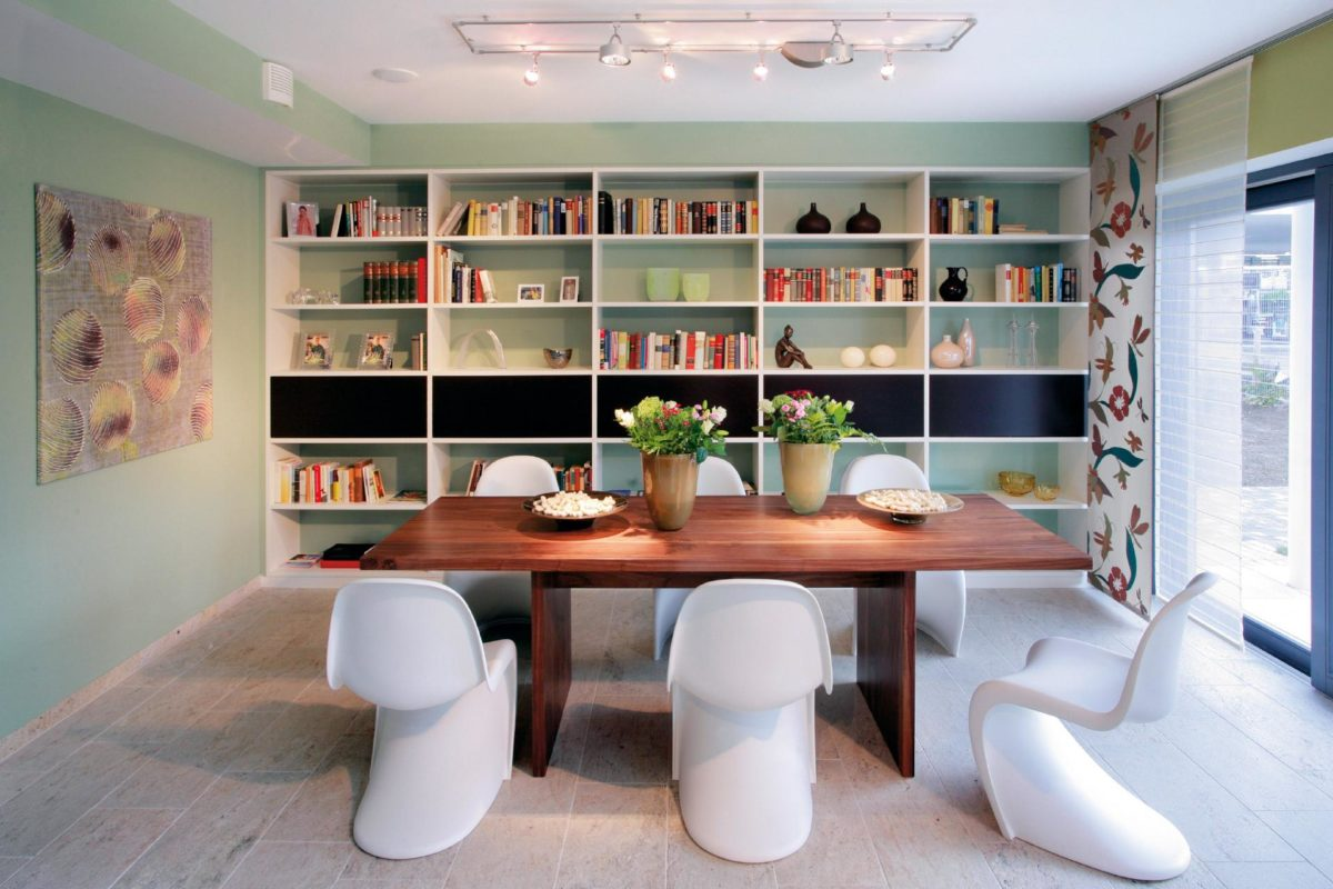 Musterhaus in Suhr - Ein Raum voller Möbel und Fernseher - Interior Design Services