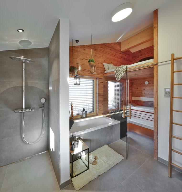 Musterhaus Poing - Ein zimmer mit waschbecken und spiegel - Regnauer Fertigbau GmbH & Co. KG