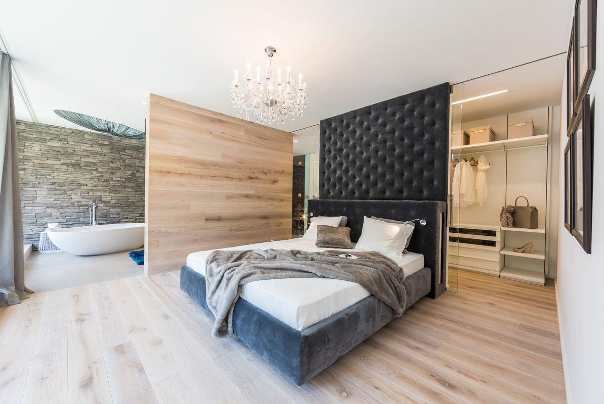 MusterHaus Bad Vilbel - Ein Schlafzimmer mit einem Bett in einem Raum - Schlafzimmer