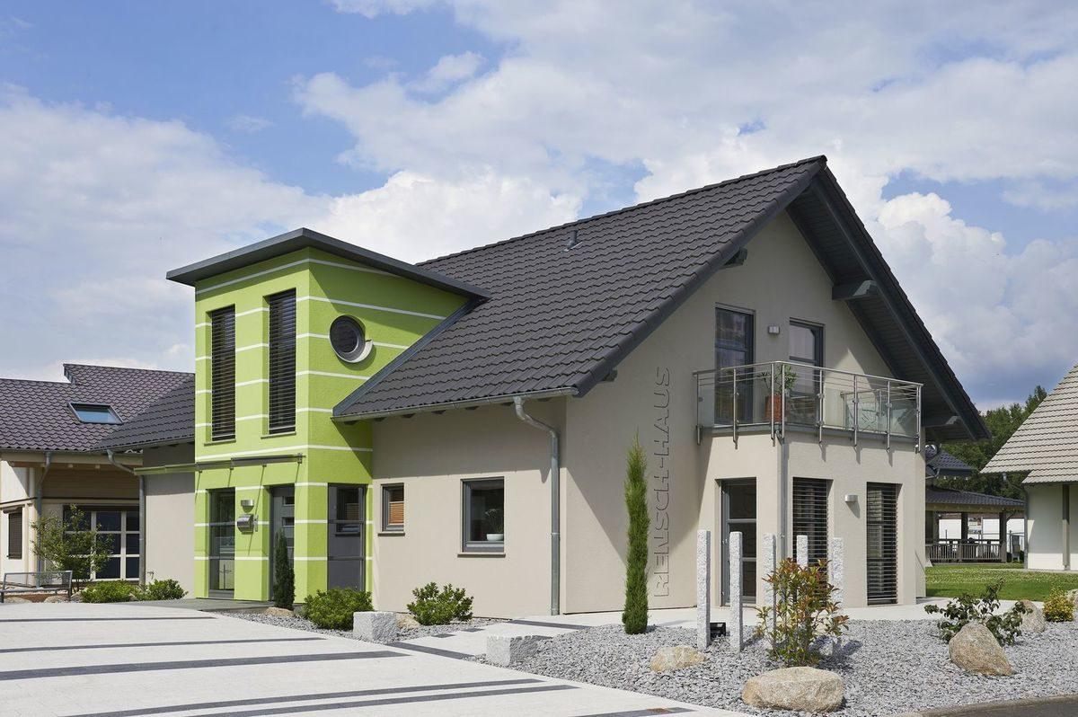Musterhaus Valencia - Ein großes weißes Haus - RENSCH-HAUS Musterhaus-Standort Bad Vilbel