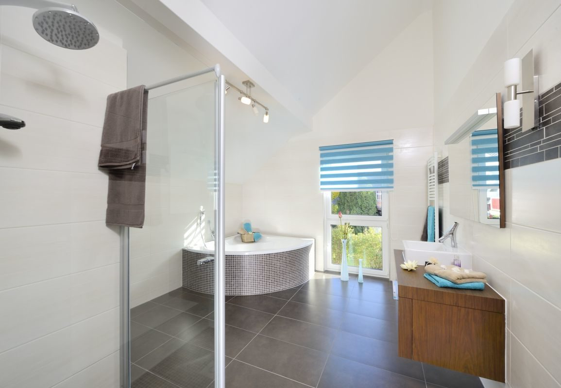 Musterhaus Poing-Grub - Ein Raum mit einem großen Fenster - Haus