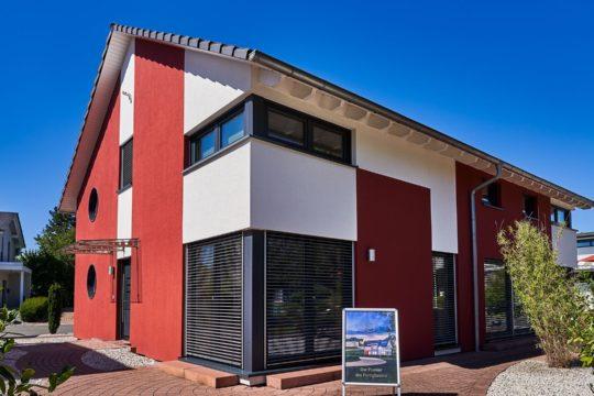 Mehrgenerationenhaus FN 104 – 134 B V3 - Ein großes Backsteingebäude - Haus