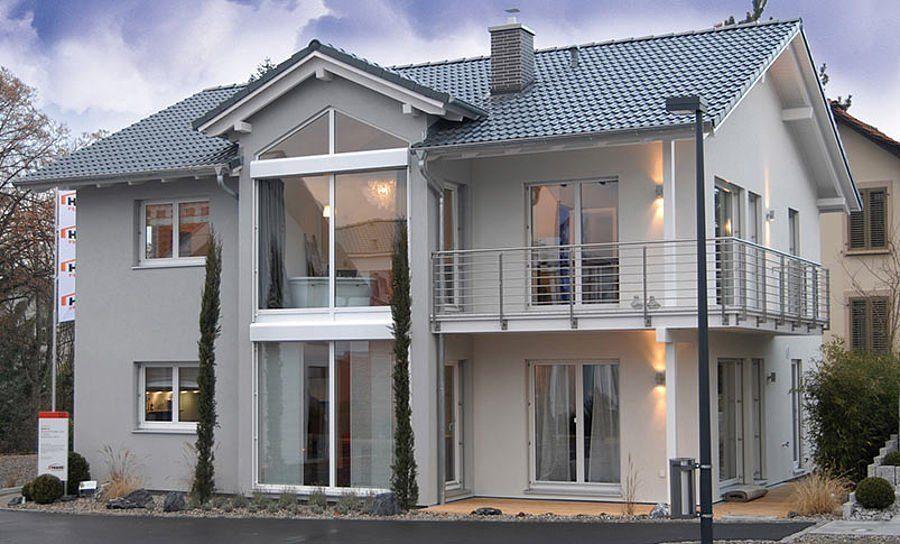 Musterhaus Suhr 179 - Eine Nahaufnahme einer Straße vor einem Haus - Haus zeigen