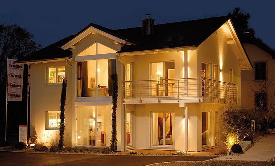 Musterhaus Suhr 179 - Ein großes weißes Gebäude - Haus