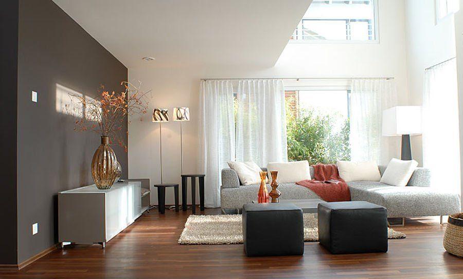 Musterhaus Suhr 179 - Ein Wohnzimmer mit Möbeln und einem Flachbildfernseher - Das Centre Pompidou
