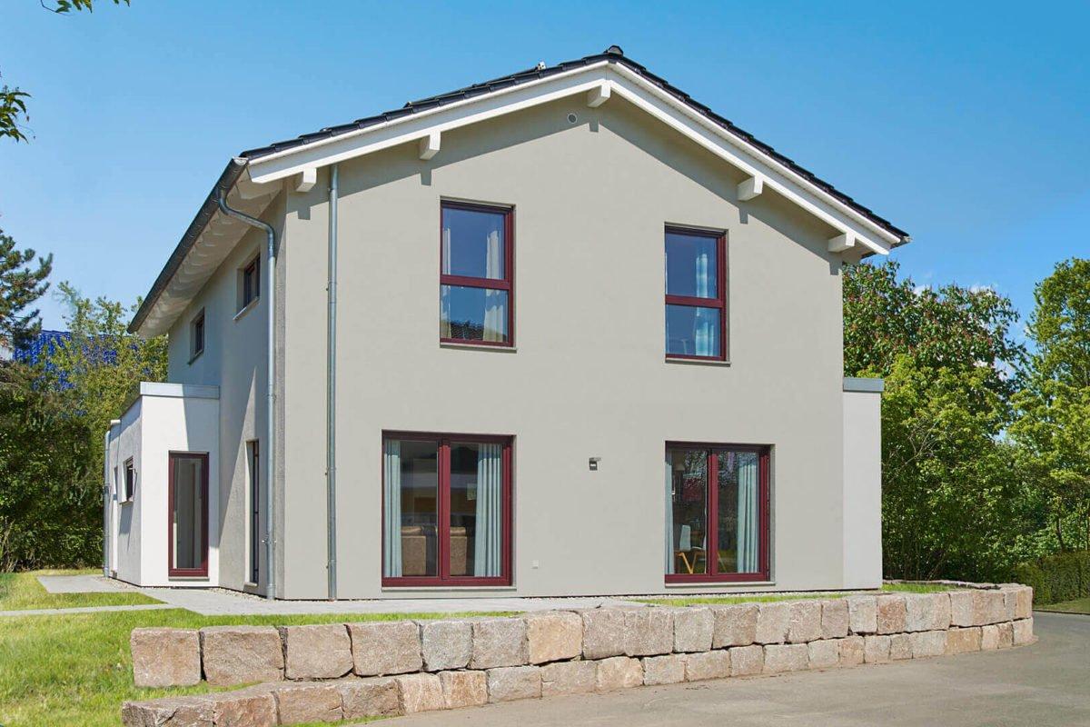 Musterhaus Mannheim - Ein kleines haus im hintergrund - Einfamilienhaus