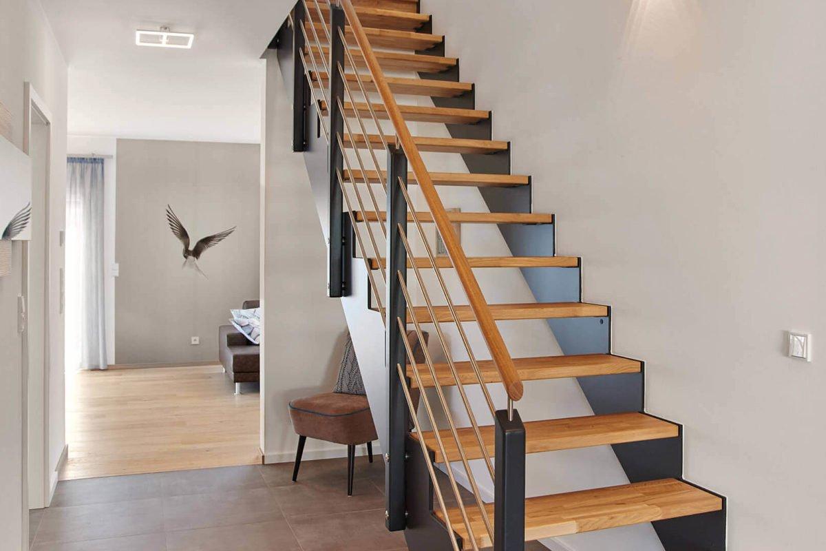 Musterhaus Mannheim - Ein Esstisch - Treppe