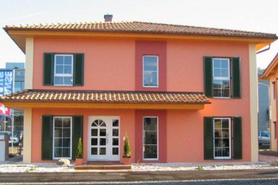 Musterhaus Tosca - Ein Haus vor einem Gebäude - Haus