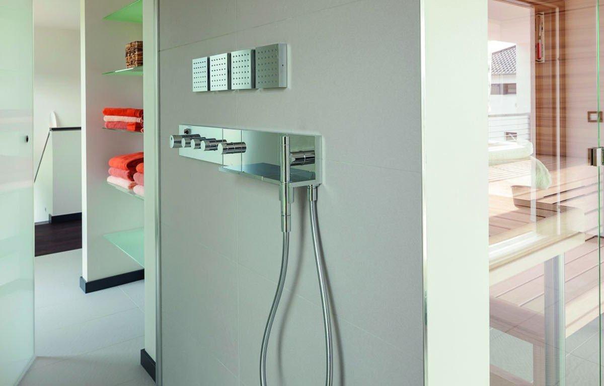 Musterhaus Köln - Ein weißer Kühlschrank mit Gefrierfach sitzt in einem Raum - Köln