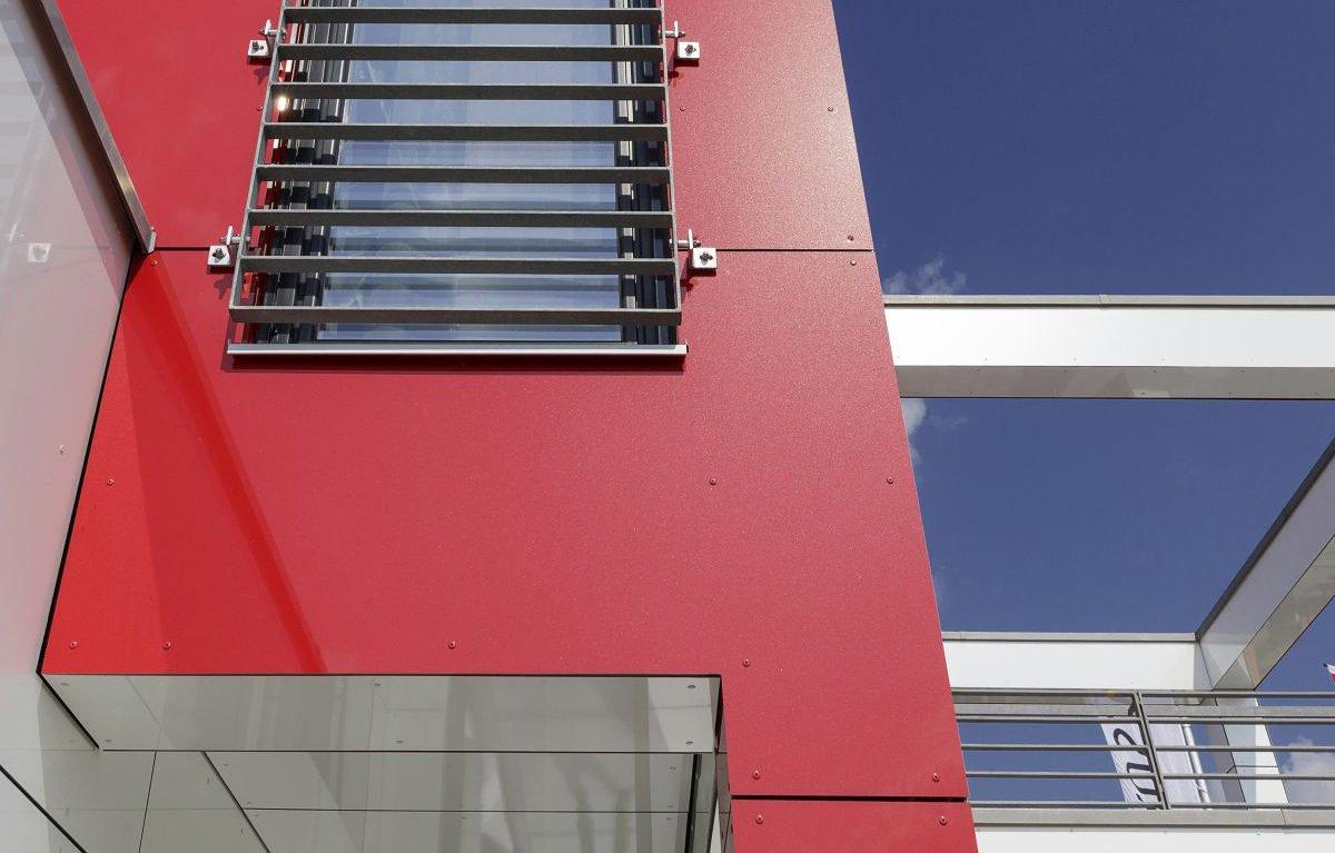 L³- Luxhaus Lifestyle Loft - Ein Schild an der Seite eines Gebäudes - Die Architektur