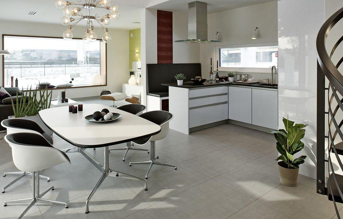 L³- Luxhaus Lifestyle Loft - Ein Wohnzimmer mit Möbeln und einem großen Fenster - LUXHAUS Musterhaus Nürnberg