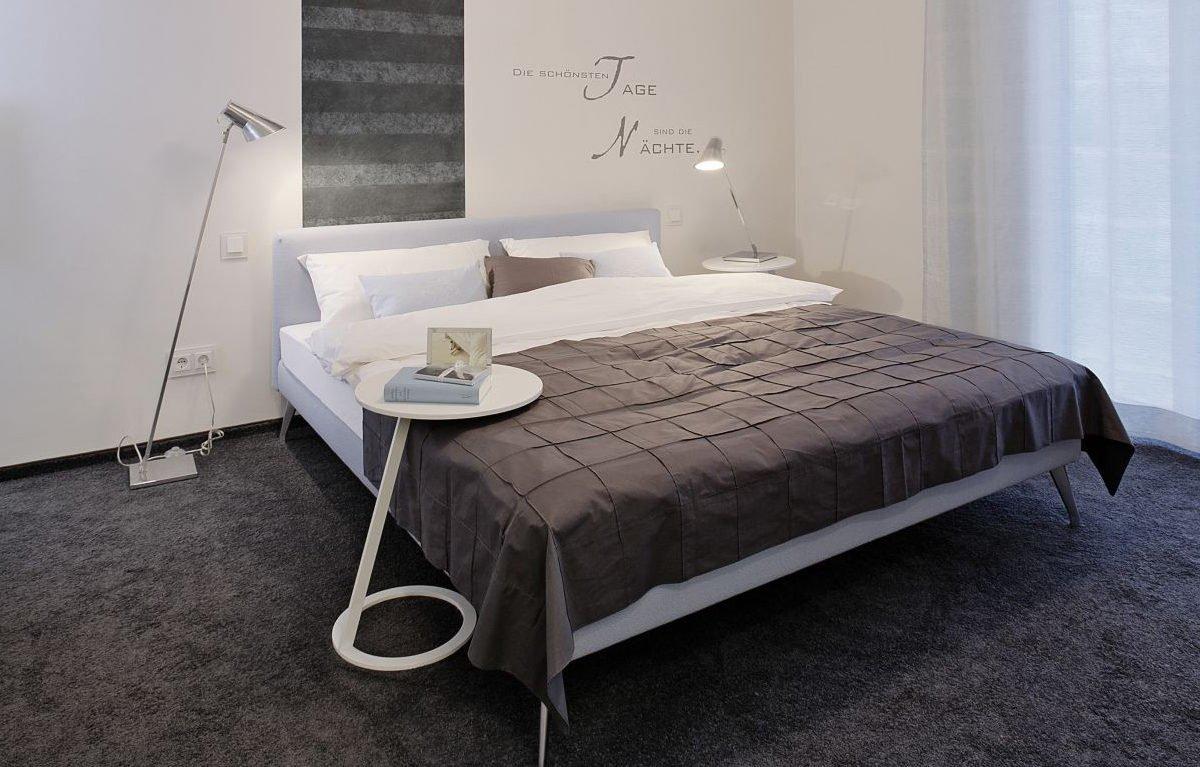 L³- Luxhaus Lifestyle Loft - Ein Schlafzimmer mit einem Bett in einem Raum - Teppich