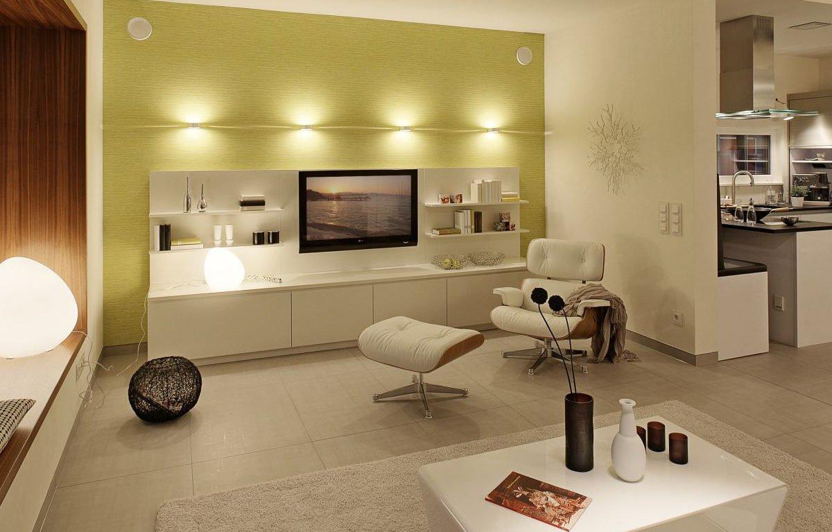 L³- Luxhaus Lifestyle Loft - Ein Raum voller Möbel und Spiegel - LUXHAUS Musterhaus Nürnberg