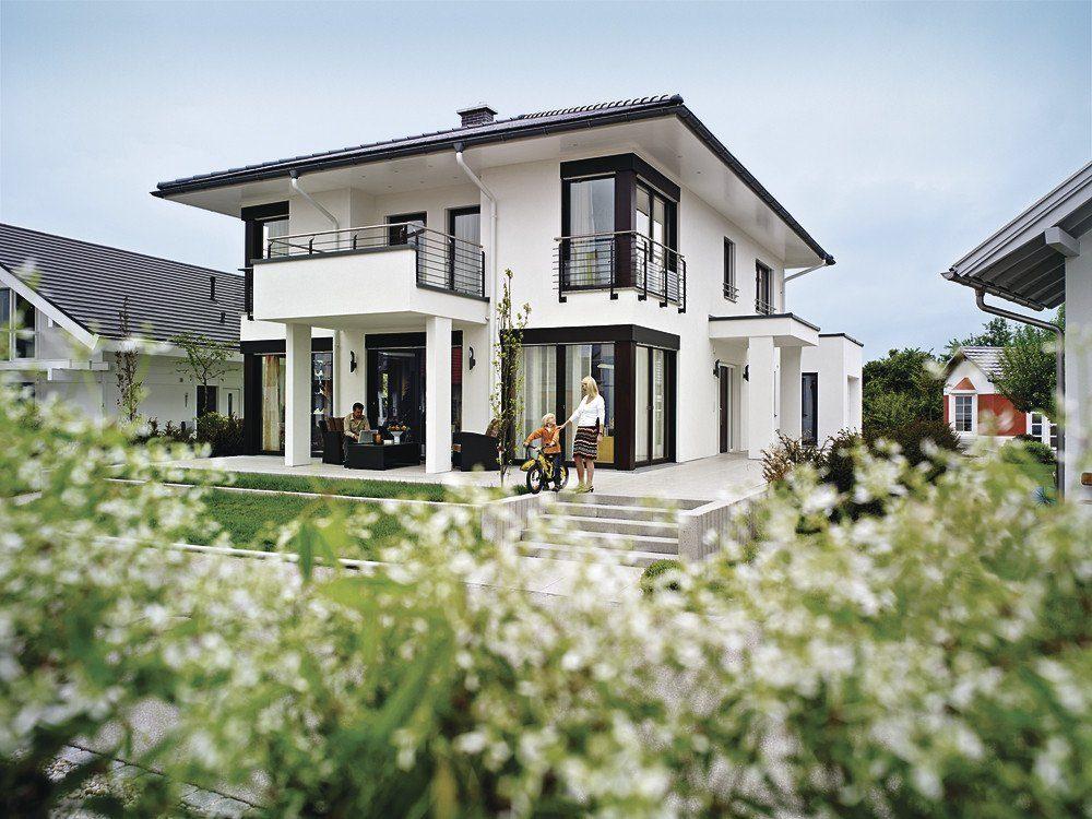 WeberHaus Individual - Ein Haus mit Bäumen im Hintergrund - WeberHaus