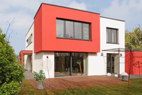 Cubus München - Ein Haus, das ein Schild an der Seite eines Gebäudes hat - Haus