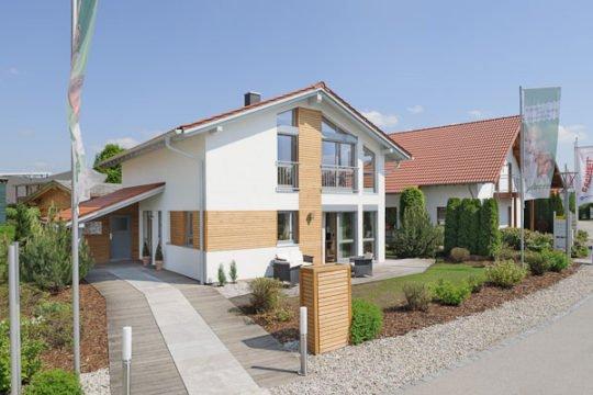 Musterhaus Poing - Eine Nahaufnahme einer Straße vor einem Haus - Albert-Haus GmbH & Co. KG