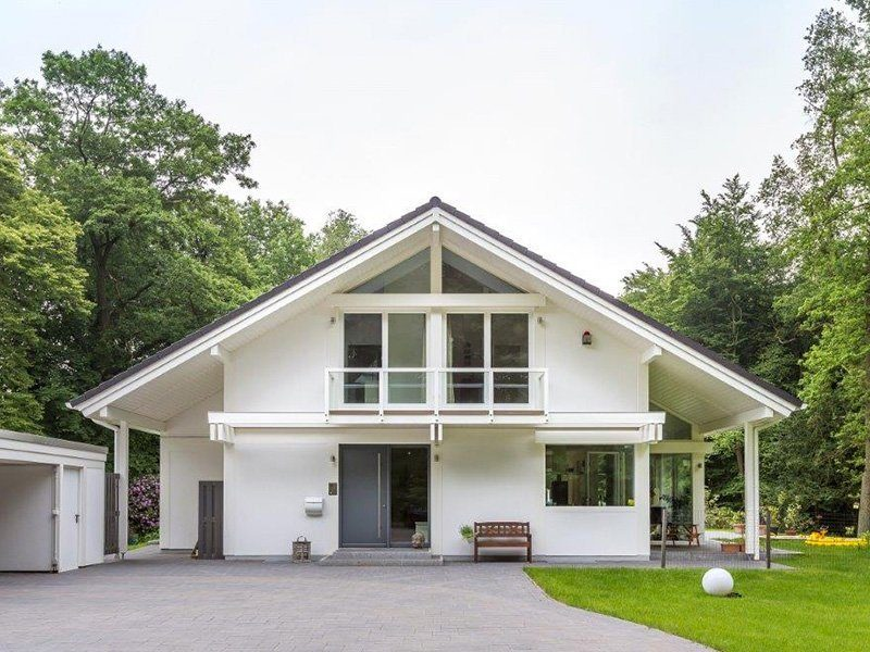 Ästhetik 20.11.057 - Ein großes weißes Haus - Haus
