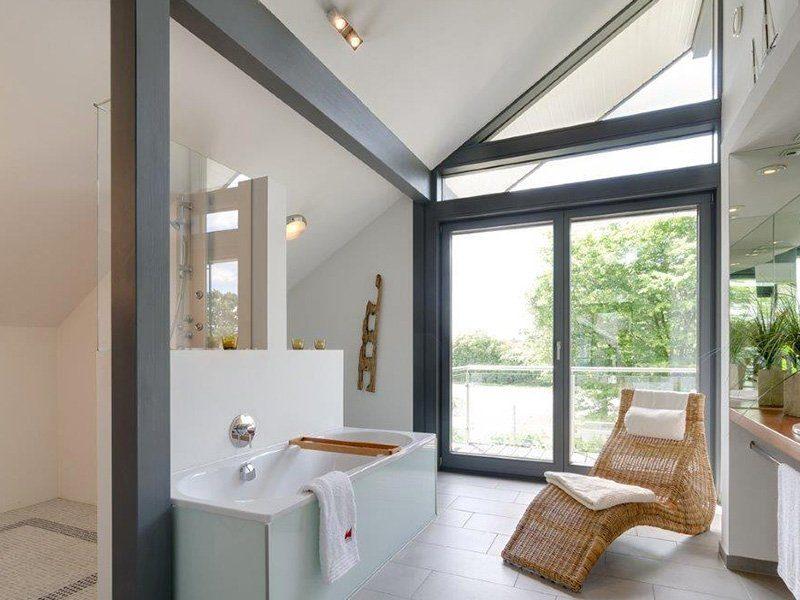 Musterhaus Ästhetik Mannheim - Ein zimmer mit waschbecken und fenster - Haus zeigen