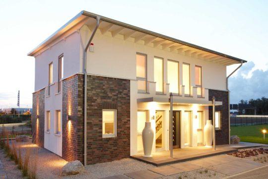 Musterhaus Diana - Ein großes Backsteingebäude - Die Architektur