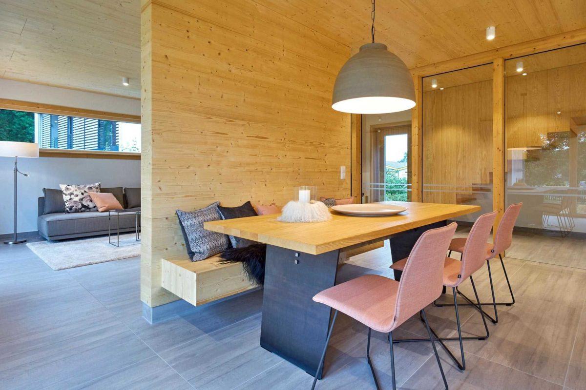 Musterhaus Casa Vita - Ein Esstisch - Haus