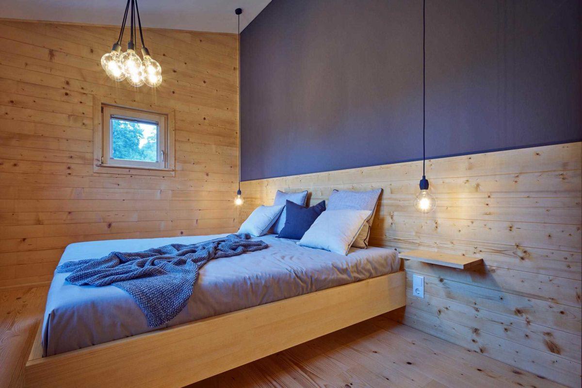 Musterhaus Casa Vita - Ein Schlafzimmer mit einem Bett in einem Raum - Schlafzimmer