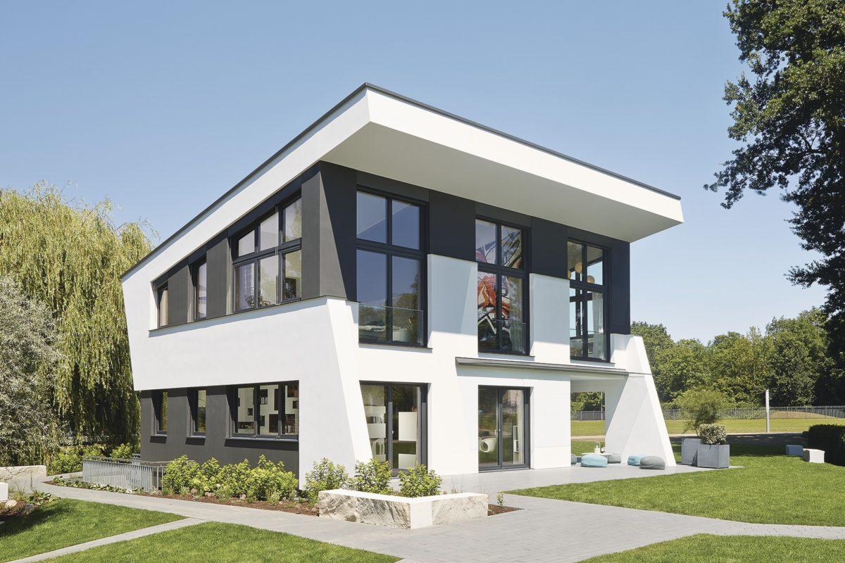 Musterhaus im Erlenpark - Eine große Wiese vor einem Haus - Linx