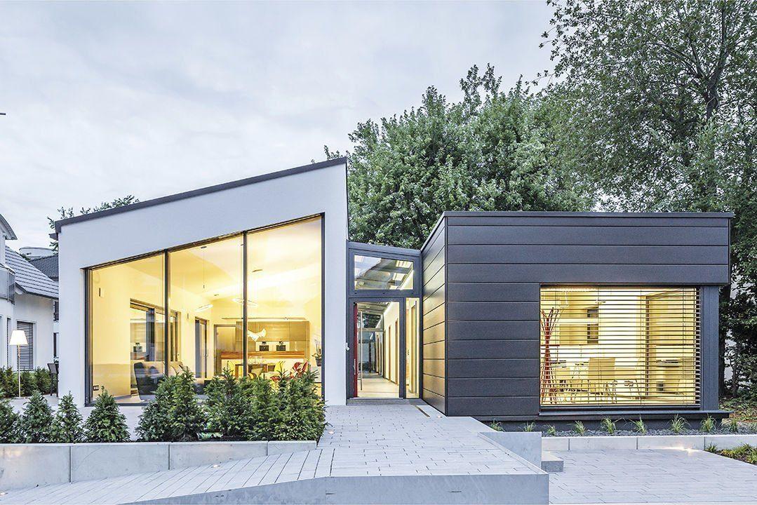 Musterhaus Fellbach Open - Eine Bank vor einem Gebäude - Luxhaus