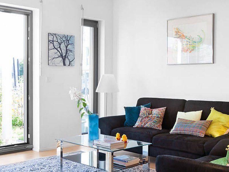 Plan D 15-161.1 - Ein Wohnzimmer mit Möbeln und einem Kamin - Fensterabdeckung