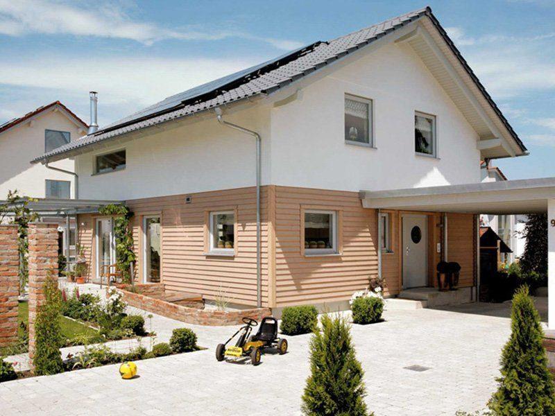 Plan E 15-131.1 - Ein Haus, das vor einem Gebäude geparkt ist - Haus