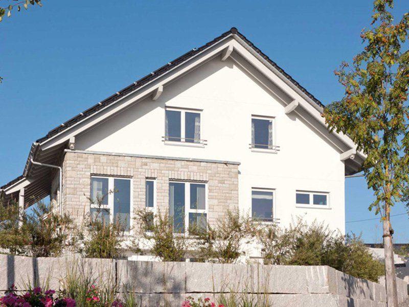 Plan E 15-171.1 - Ein Haus mit Bäumen im Hintergrund - SchworerHaus KG
