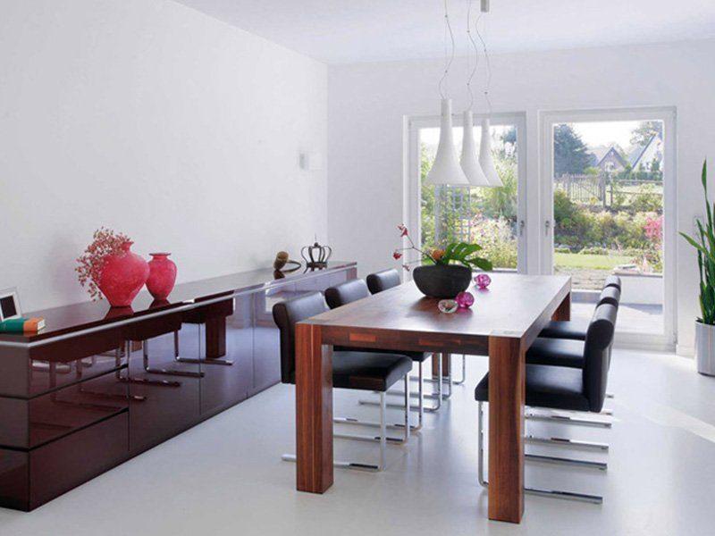 Plan E 15-189.1 - Ein Esstisch vor einem Fenster - Interior Design Services