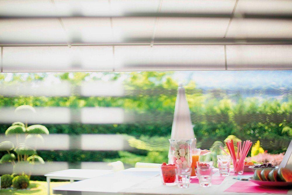 Sommerlicher Wärmeschutz für Fenster - Eine Blumenvase auf einem Tisch - Wärmeschutz