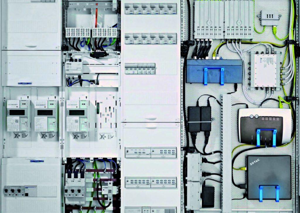 Moderne Schaltschränke bei der Elektroinstallation