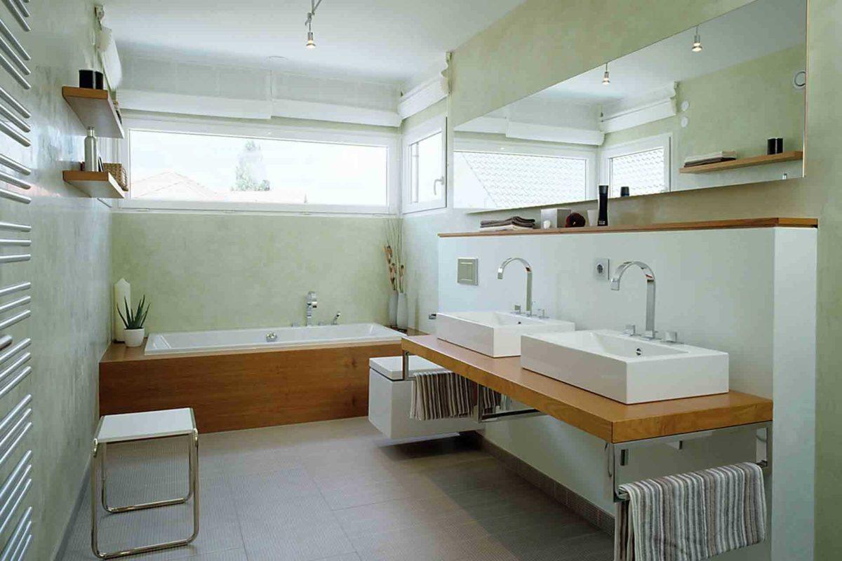 Musterhaus Mannheim - Eine küche mit waschbecken und spiegel - LUXHAUS Musterhaus Mannheim
