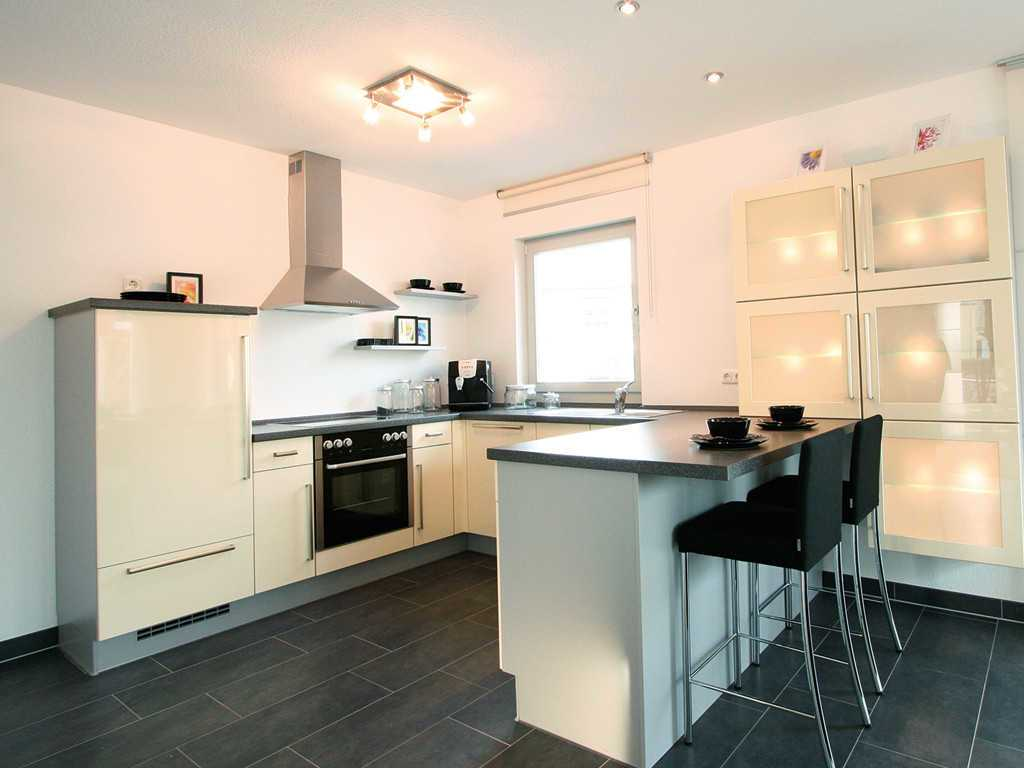 ProStyle 128 Musterhaus Mannheim - Ein großer weißer Kühlschrank in einer Küche - Klassische Küche