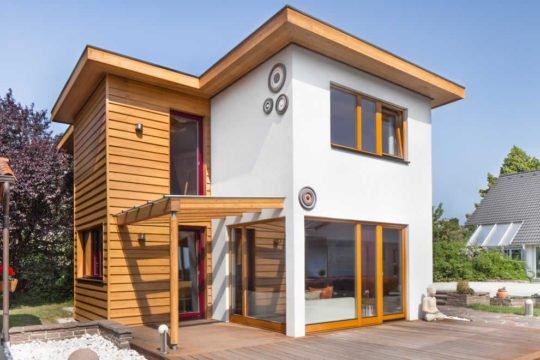 Automatisch gespeicherter Entwurf - Ein großes Backsteingebäude - Haus