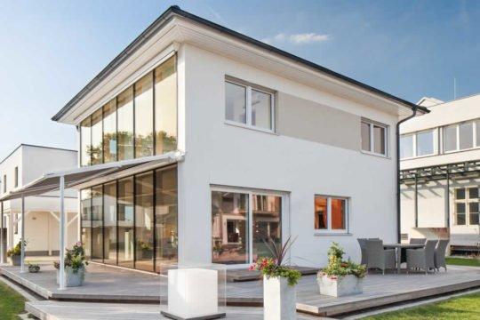 VITA 125 - Ein großes weißes Gebäude - Haus