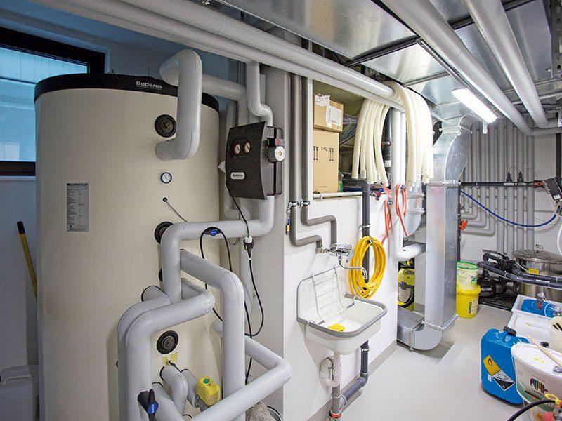 Haus mit ThermoSafe Keller - Eine Reihe von Urinalen - Haus