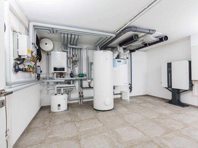 """Preiswürdiger """"TechnoSafe-Keller"""" – Nur so viel Keller, wie man wirklich braucht - Eine küche mit waschbecken und kühlschrank - Keller"""