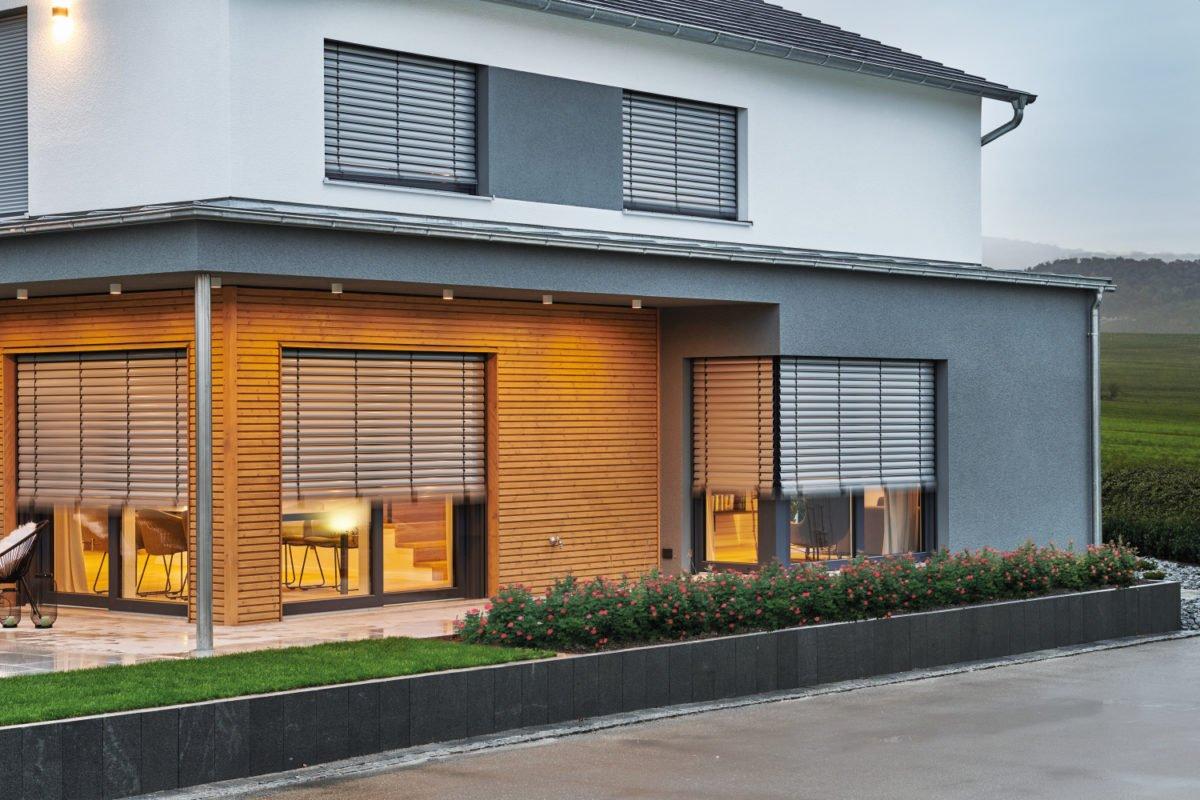 Musterhaus RELAX - Ein Haus, das ein Schild an der Seite eines Gebäudes hat - Fassade