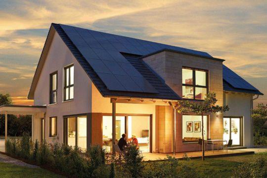 Variant 35-235 Variante 1 - Ein Haus mit Bäumen im Hintergrund - Evolved-Design Limited